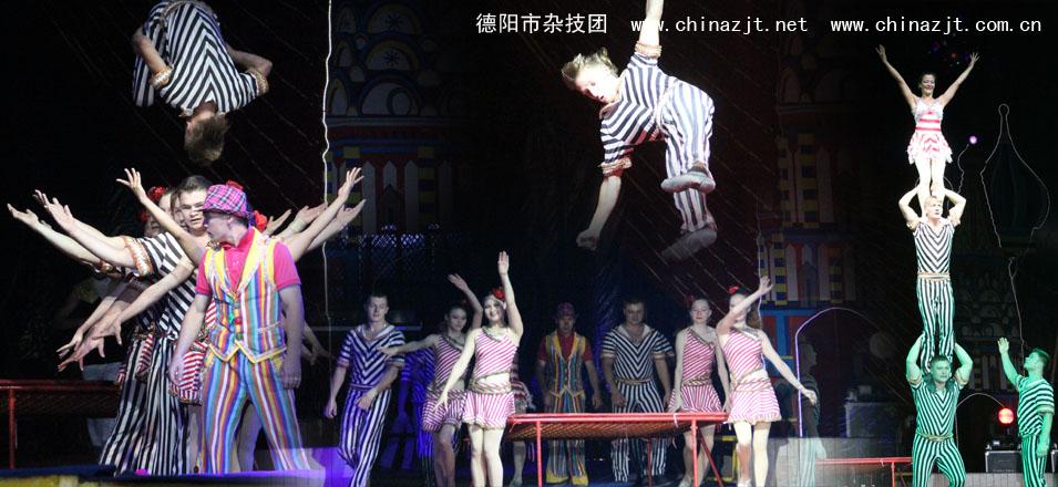 欧洲及中亚诸国(含俄罗斯)文化艺术领域中有两朵永不衰退的鲜花马戏和芭蕾。其中俄罗斯的马戏节目常常以惊险奇异的设计,高超的技艺在著名的世界马戏比赛中夺魁获奖。 马戏在东欧国家(包括俄罗斯、哈萨克斯坦等国)的表演历史可为源远流长,从18世纪起,每一位沙皇都有自己专属的皇家马戏表演者,这些表演者以马戏、驯兽为家族事业,世代相传。形成了许多今天仍活跃在世界马戏表演舞台的著名马戏世家。20世纪50年代,苏联政府组建了当时世界规模最大、表演水平最高的马戏表演团体国家大马戏团。而那些早已为世人熟知的著名传统马戏表演